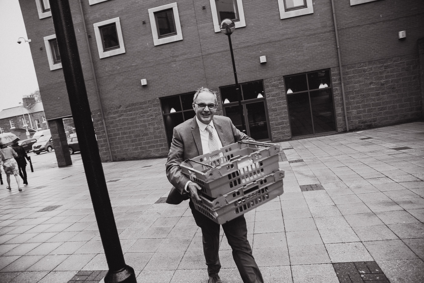 Man carrying food to wedding by Joshua Wyborn Photographic