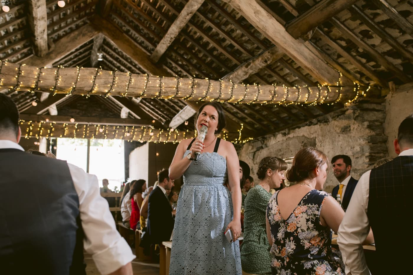 Guests and guest singing indoors, Portrait Shooting