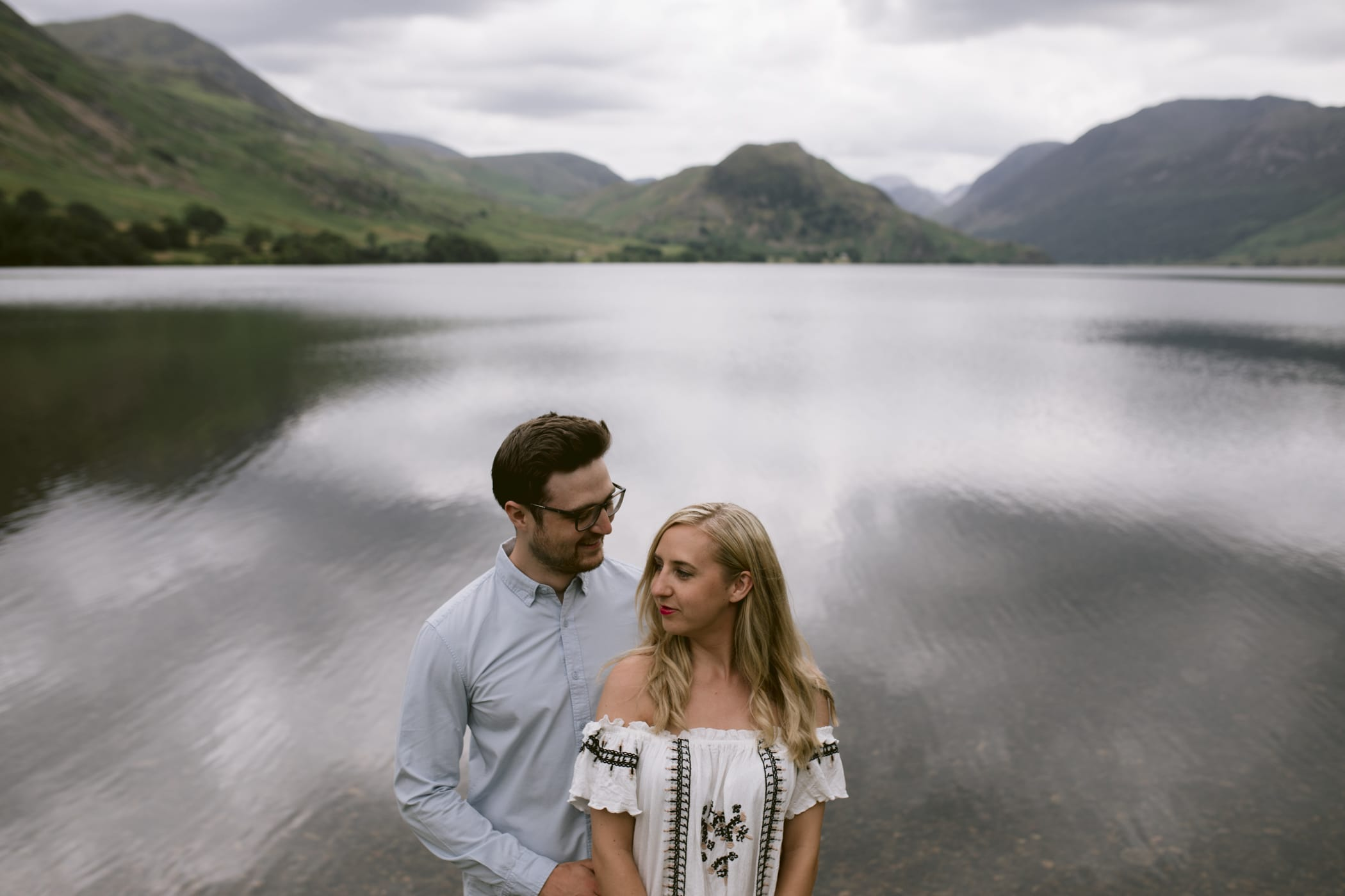 Coupe standing at Crummock Water in the Lake District for a couple portrait session